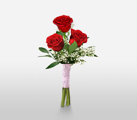 Luxuriously Elegant, This Alluring Collection Of 3 Red Roses Will Add A Touch Of Class And Extravagance To That Special Someones Day.